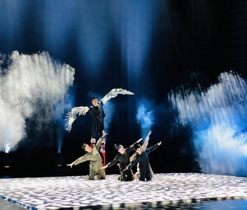 广州艺术季2021中英荷合作形体特技故事剧场《开天辟地之斗水》